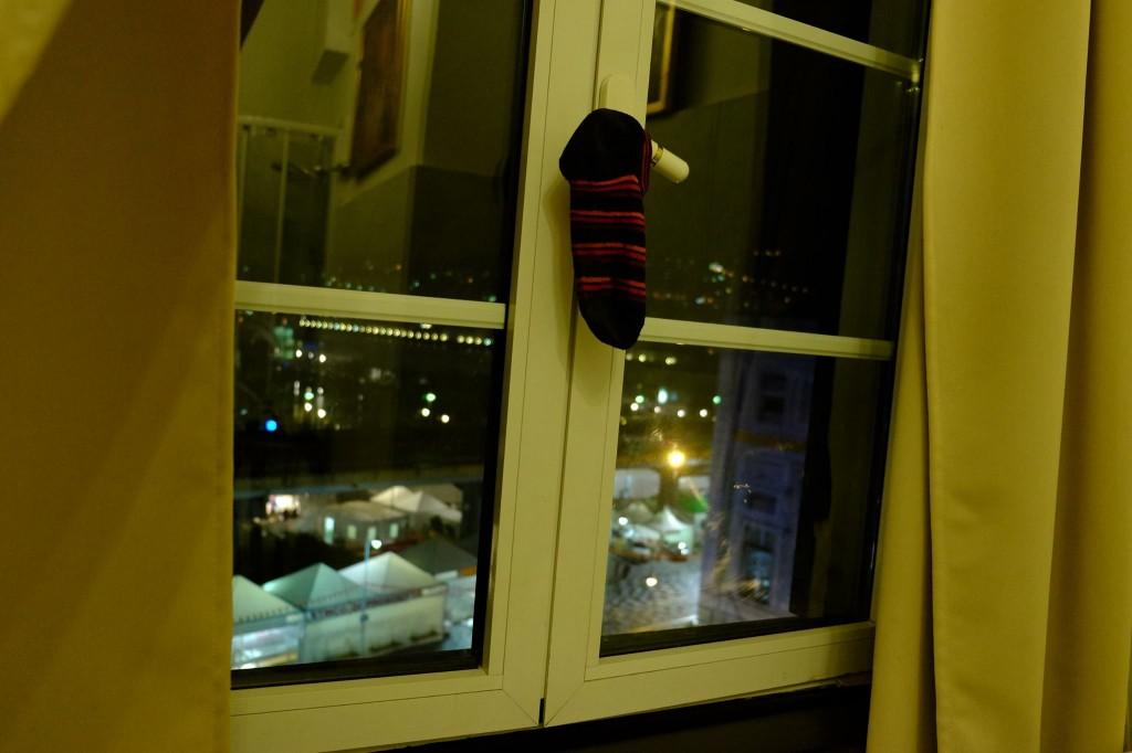 イタリア、ジェノヴァのホテルより - 岡田光世