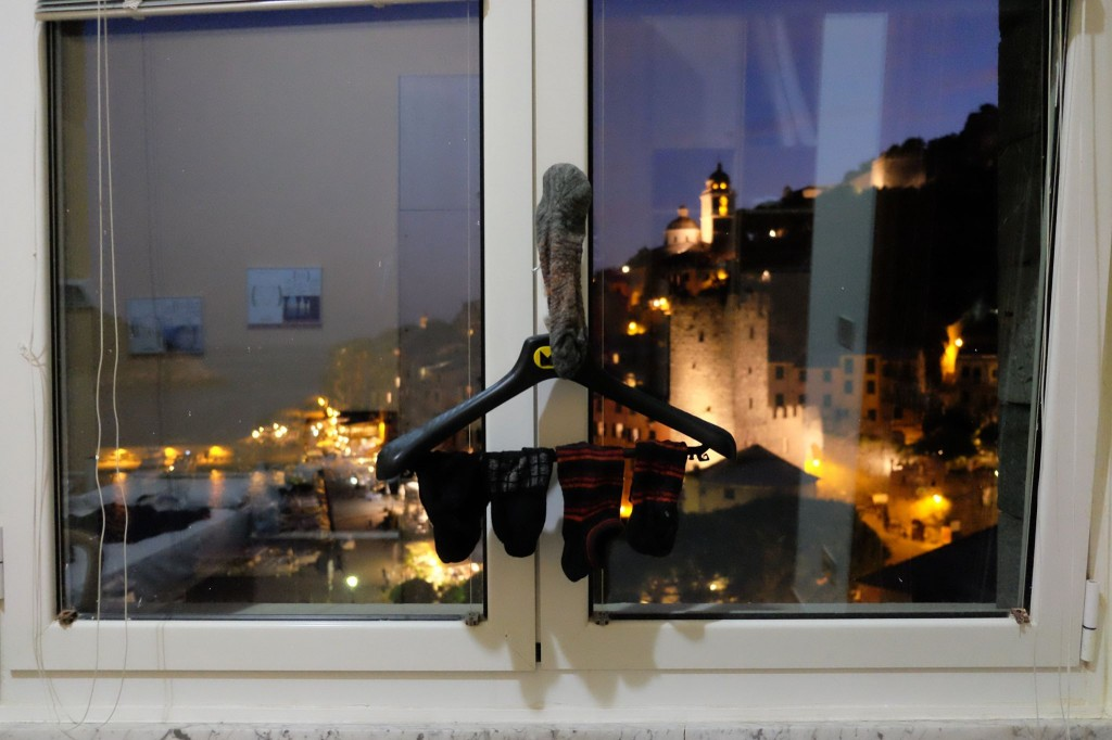 ポルト・ヴェネーレのホテルの窓から - 岡田光世