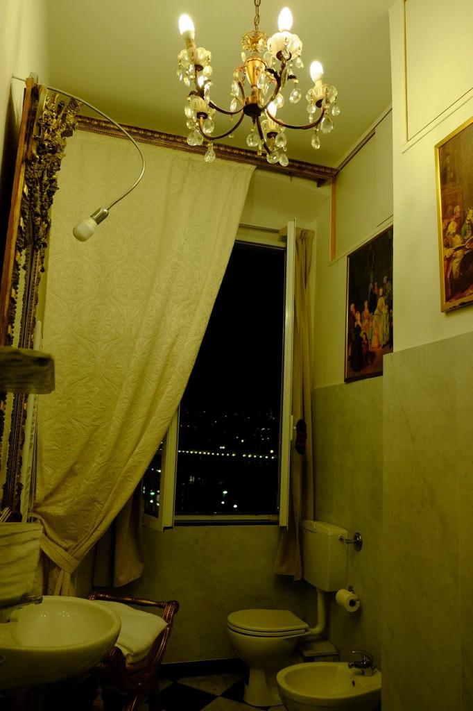 イタリア、ジェノヴァの夜-岡田光世