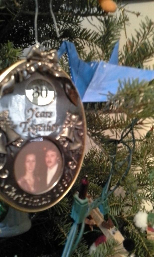 青の折鶴とクリスマスツリー - 岡田光世
