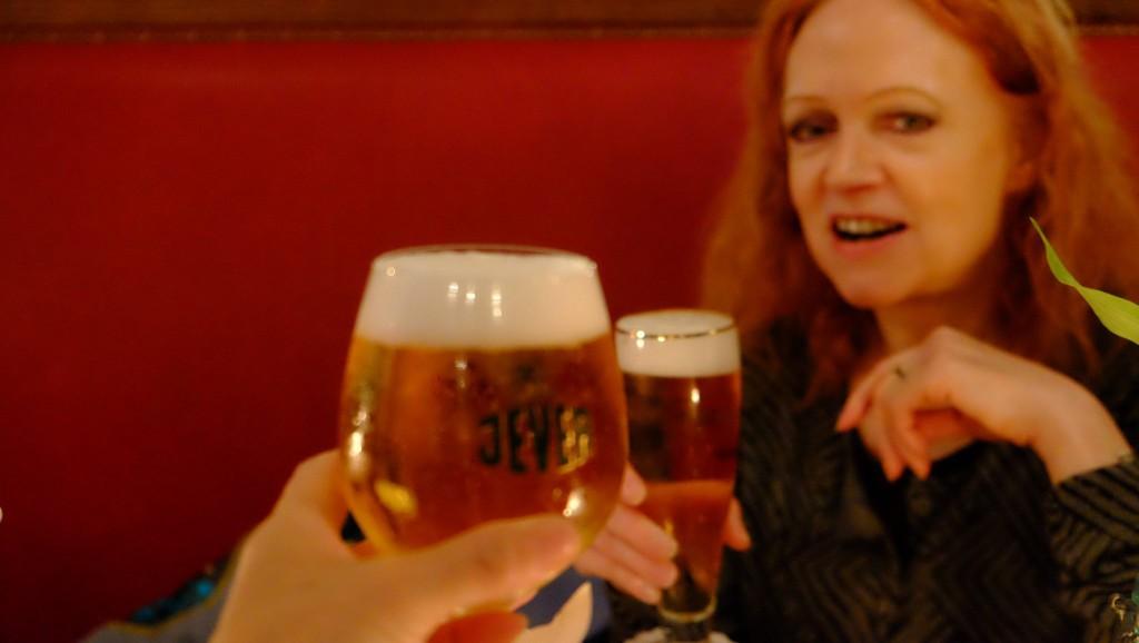 ビールとドイツ人女性