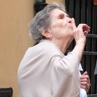 ポルトヴェーネレのおばあさん - 岡田光世